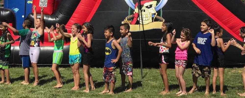 kids-bouncy-slide-close-up-header