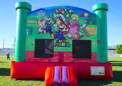 Super-Mario-Brothers Bounce-House 03