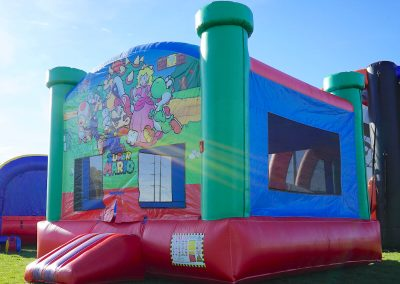 Super-Mario-Brothers Bounce-House 04